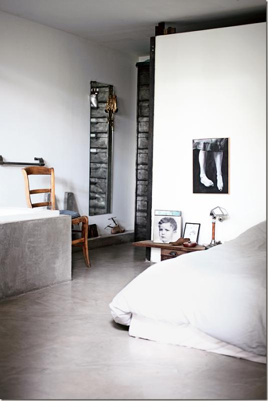 W stylu industrialnym: beton na podłodze/ concrete floor