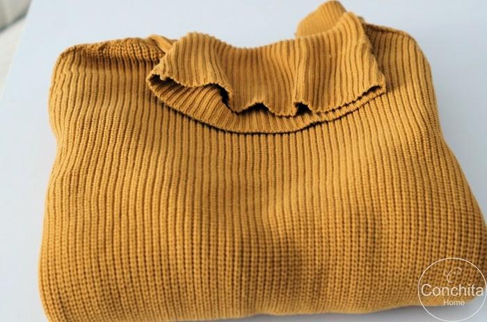 DIY: żółta poduszka ze swetra