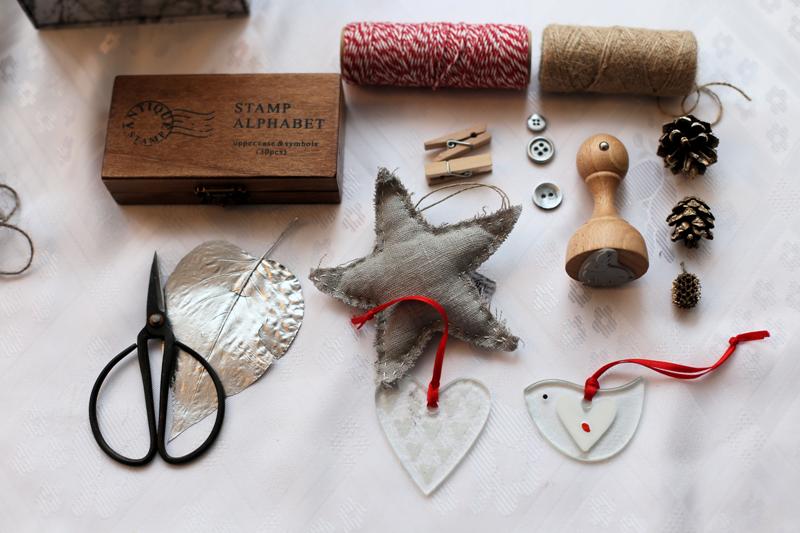 DIY metaliczny blask - 8 pomysłów na pakowanie prezentów