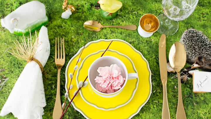 Wielkanocny stół Alicji w krainie czarów