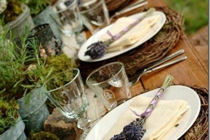 Perfekcyjna dekoracja letniego stołu