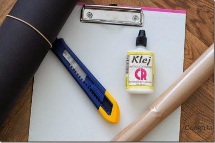 Dekoracje biura: DIY czarna podkładka z klipsem