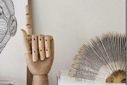 Dekoracja salonu: wyciągnięta dłoń