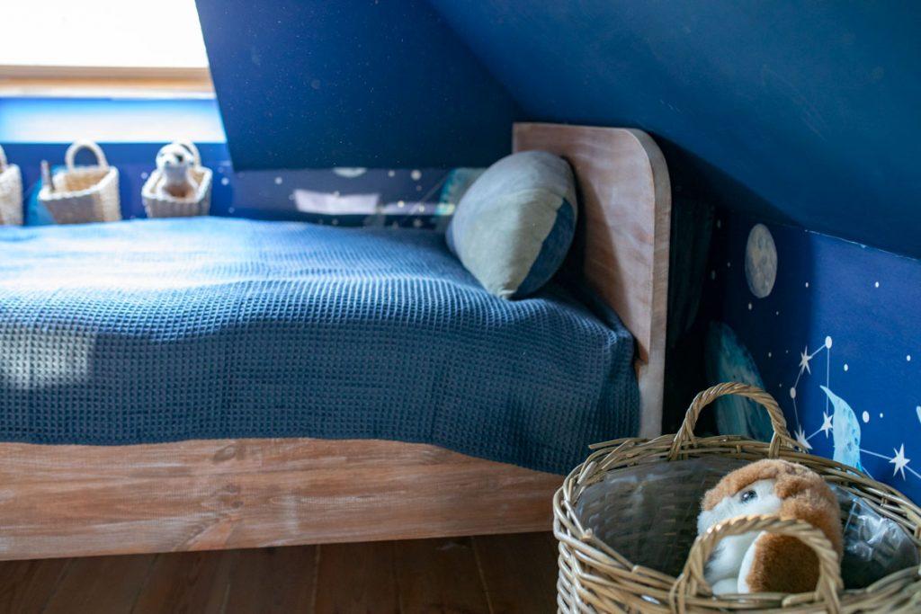 Jak zrobić łóżko ze starej ramy?