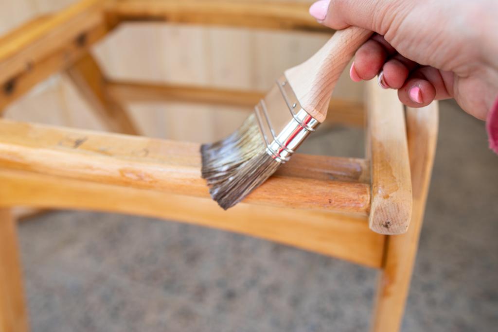 jak szybko odnowić stare krzesło?